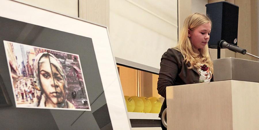 Clara Peters liest ihre Kurzgeschichte, für die sie den Nachwuchsförderpreis erhielt.